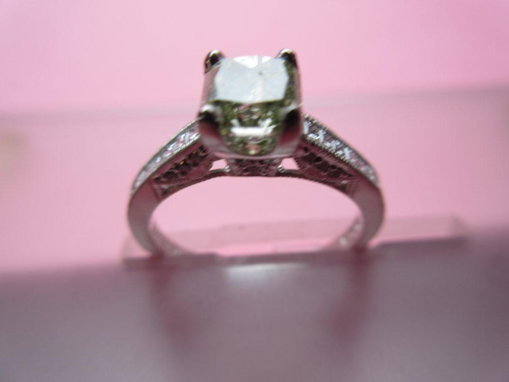 Engagement Ring for under $5500, Natural Green 0.96Ct Radiant I1 ...