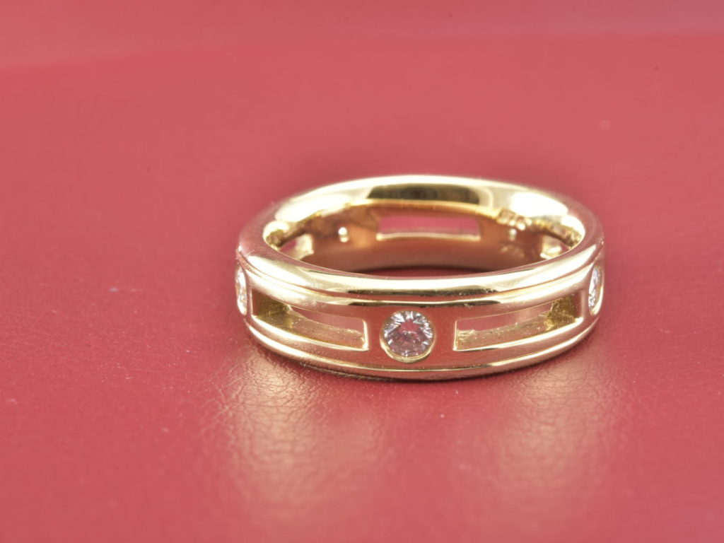 Light And Comfortable 14kt Yellow Gold Ring With 5 Diamonds - Diana ...