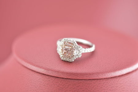 Stunning Two Tone 18 Karat Gold Ring With One Radiant Pink Diamond Trapezoid Diamonds And 85twt Vs2 F G